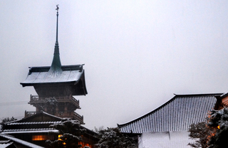 Winter's Yasaka.jpg